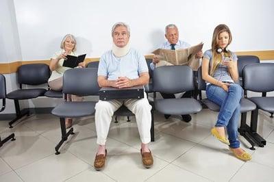 photo-salle-attente-patient-assis-512x341